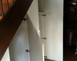 ER BOIS - Aménagement intérieur - Création d'un espace de rangement sous escalier
